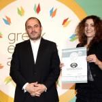 Silver βραβείο στην κατηγορία TOP GREEK EXPORT COMPANY παραλαμβάνει η κα Τσαγκούλη Ευαγγελία, Υπεύθυνη Marketing και Πωλήσεων της εταιρείας Intercomm Foods AE από τον κ. Ηλία Ξανθάκο, Γενικό Γραμματέα του Υπουργείο Οικονομίας, Ανάπτυξης και Τουρισμού