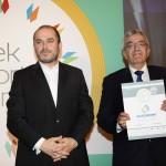 Silver βραβείο στην κατηγορία TOP GREEK EXPORT COMPANY παραλαμβάνει. κ. Καλύβας Απόστολος, Αναπληρωτής Εμπορικός Διευθυντής και Πρόεδρος της KLEEMANN ANSASOR από τον κ. Ηλία Ξανθάκο, Γενικό Γραμματέα του Υπουργείο Οικονομίας, Ανάπτυξης και Τουρισμού