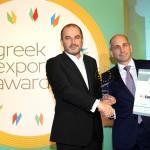 To Gold βραβείο στην κατηγορία TOP GREEK EXPORT COMPANY παραλαμβάνει ο κ. Βασίλης Μπίλλης, Διευθύνων Σύμβουλος SYSTEMS SUNLIGHT ΑΒΕΕ από τον κ. Ηλία Ξανθάκο, Γενικό Γραμματέα του Υπουργείο Οικονομίας, Ανάπτυξης και Τουρισμού.