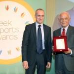 To βραβείο στην κατηγορία HONORARY EXPORT DISTINCTION παραλαμβάνει ο Καθηγητής κ. Βασίλης Μακιός, Γενικός Διευθυντής του Corallia Clusters Initiative από τον κ. Τζανέτο Καραντζή, Πρόεδρο της ΕΝΔΥ ΟΕΥ.