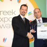 Gold βραβείο στην κατηγορία Top Industrial Company παραλαμβάνει ο κ. Βασίλης Μπίλλης, Διευθύνων Σύμβουλος της εταιρείας SYSTEMS SUNLIGHT ΑΒΕΕ από τον κ. Γεώργιο Τοσούνη, Σύμβουλο ΟΕΥ Α' & Διευθυντή Β8 Δ/νσης Επιχειρηματικής Ανάπτυξης, Υπουργείο Εξωτερικών