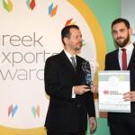 Gold βραβείο στην κατηγορία Top Industrial Company παραλαμβάνει ο κ. Μαθιός Νικόλαος, Διευθυντής Τμήματος Εξαγωγών Πυριμάχων της εταιρείας ΜΑΘΙΟΣ ΠΥΡΙΜΑΧΑ Α.Ε. από τον κ. Γεώργιο Τοσούνη, Σύμβουλο ΟΕΥ Α'  & Διευθυντή Β8 Δ/νσης Επιχειρηματικής Ανάπτυξης, Υπουργείο Εξωτερικών.