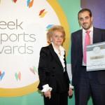 Silver βραβείο στην κατηγορία Top Manufacturing Company παραλαμβάνει ο κ. Μιλτιάδης Σαραντίδης, Εμπορικός Διευθυντής της ΕΝΩΣΗΣ ΜΑΣΤΙΧΟΠΑΡΑΓΩΓΩΝ ΧΙΟΥ από την κα. Χριστίνα Σακελλαρίδη, Πρόεδρο στον Πανελλήνιο Σύνδεσμο Εξαγωγέων