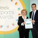 Bronze βραβείο στην κατηγορία Top Trading Company ΚΟΥΙΜΤΖΗΣ Α.Ε. παραλαμβάνει ο κ. Αθανάσιος Κουϊμτζής της εταιρείας Κ. ΚΟΥΙΜΤΖΗΣ Α.Ε. από την κα. Χριστίνα Σακελλαρίδη, Πρόεδρο στον Πανελλήνιο Σύνδεσμο Εξαγωγέων
