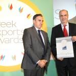 Bronze βραβείο στην κατηγορία Top Services Company παραλαμβάνει ο κ. Χάρος Γιώργος, Executive Director Business Solutions της ICAP GROUP AE από το Νίκο Πορφύρη, Αναπληρωτή Επιτελικό Διευθυντή Ομίλου Χρηματιστηρίου Αθηνών