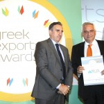 Bronze βραβείο στην κατηγορία Top Services Company παραλαμβάνει ο κ. Χάρης Κωνσταντινίδης, Managing Director της εταιρείας MELLON TECHNOLOGIES από το Νίκο Πορφύρη, Αναπληρωτή Επιτελικό Διευθυντή Ομίλου Χρηματιστηρίου Αθηνών