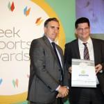 Silver βραβείο στην κατηγορία Top Services Company παραλαμβάνει ο κ. Κωνσταντίνος Τσιακατάρας, Αναπληρωτής Διευθύνων Σύμβουλος της εταιρείας ΔΙΑΔΙΚΑΣΙΑ ΣΥΜΒΟΥΛΟΙ ΕΠΙΧΕΙΡΗΣΕΩΝ Α.Ε.από το Νίκο Πορφύρη, Αναπληρωτή Επιτελικό Διευθυντή Ομίλου Χρηματιστηρίου Αθηνών