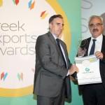 Gold βραβείο στην κατηγορία Top Services Company παραλαμβάνει ο κ. Εμμανουήλ Βλασερός, Μέλος ΔΣ της εταιρείας CENTRIC ΣΥΜΜΕΤΟΧΩΝ Α.Ε. από το Νίκο Πορφύρη, Αναπληρωτή Επιτελικό Διευθυντή Ομίλου Χρηματιστηρίου Αθηνών