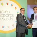 Gold βραβείο στην κατηγορία Top Services Company παραλαμβάνει ο κ. Απόστολος Κάκκος, Πρόεδρος και Διευθύνων Σύμβουλος της Εταιρείας LAMDA HELLIX από το Νίκο Πορφύρη, Αναπληρωτή Επιτελικό Διευθυντή Ομίλου Χρηματιστηρίου Αθηνών.