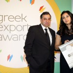 Bronze βραβείο στην κατηγορία Top Newly Established Company παραλαμβάνει η κα. Μαρία Φουλέ, Υπεύθυνη Εξαγωγών της εταιρείας Ι.ΑΛΜΠΑΝΤΑΚΗΣ & ΣΙΑ ΟΕ από τον κ. Βασίλη Κορκίδη, Πρόεδρο της Ελληνικής Συνομοσπονδίας Εμπορίου και Επιχειρηματικότητας