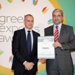 Silver βραβείο στην κατηγορία Top Export Assistance Company παραλαμβάνει ο Πρόεδρος του ΔΣ του ΣΕΒΙΤΕΛ & Διευθυντής Επικοινωνίας της Εταιρείας ΕΛΑΙΣ UNILEVER HELLAS, κ. Γρηγόρης Αντωνιάδης για το ΣΕΒΙΤΕΛ από τον κ. Τζανέτο Καραντζή, Πρόεδρο της Ενωσης Διπλωματικών Υπαλλήλων Οικονομικών και Εμπορικών Υποθέσεων.