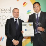 Gold βραβείο στην κατηγορία Top Export Assistance Company παραλαμβάνει ο κ. Νικόλαος Μπαδήμας, Εμπορικός Διευθυντής της εταιρείας EULER HERMES HELLAS SA από τον κ. Τζανέτο Καραντζή, Πρόεδρο της Ενωσης Διπλωματικών Υπαλλήλων Οικονομικών και Εμπορικών Υποθέσεων