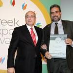 Silver βραβείο στην κατηγορία Top Branded Export Product παραλαμβάνει ο κ. Σπύρος Λευθεριώτης, Διευθύνων Σύμβουλος της εταιρείας BONUM TERRAE AE από το Γιώργο Φλέσσα, Πρόεδρο και Δ/νων Σύμβουλο της CIVITAS