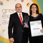 Gold βραβείο στην κατηγορία Top Branded Export Product παραλαμβάνει η κα. Χουίτη Κωνσταντινίδου, Global Communication Director, the House of Metaxa της εταιρείας Σ.Η.Α ΜΕΤΑΞΑ ΑΒΕ από το Γιώργο Φλέσσα, Πρόεδρο και Δ/νων Σύμβουλο της  CIVITAS