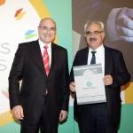 Silver βραβείο στην κατηγορία Top Branded Export Service παραλαμβάνει ο κ. Βλασερός Εμμανουήλ, μέλος του ΔΣ CENTRIC ΣΥΜΜΕΤΟΧΩΝ Α.Ε.  από το Γιώργο Φλέσσα, Πρόεδρο και Δ/νων Σύμβουλο της  CIVITAS