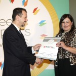 Bronze βραβείο στην κατηγορία Top Industrial Company παραλαμβάνει η κα. Φωτεινή Χατζηευστρατίου, Οικονομική Διευθύντρια της εταιρείας BIOFIAL A.E. από τον κ. Γεώργιο Τοσούνη, Σύμβουλο ΟΕΥ Α' & Διευθυντή Β8 Δ/νσης Επιχειρηματικής Ανάπτυξης, Υπουργείο Εξωτερικών