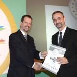 Silver βραβείο στην κατηγορία Top Industrial Company παραλαμβάνει ο κ. Βλαχάκης Γιώργος, Πρόεδρος της εταιρείας NEOKEM A.E. από τον κ. Γεώργιο Τοσούνη, Σύμβουλο ΟΕΥ Α' & Διευθυντή Β8 Δ/νσης Επιχειρηματικής Ανάπτυξης, Υπουργείο Εξωτερικών